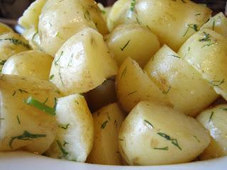 Пресни картофи с копър