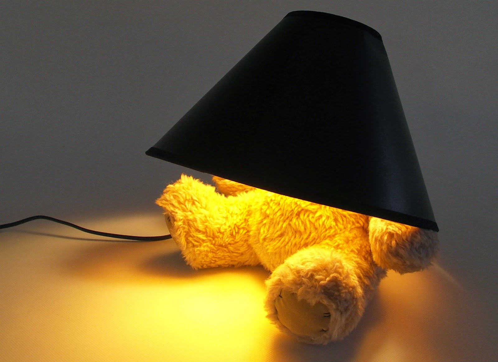 Teddy-hide-lamp-funny-pictures-for-social-sharing.jpg