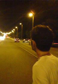 """"""" E o que mais, talvez, além das ruas e da noite, você procura? """""""
