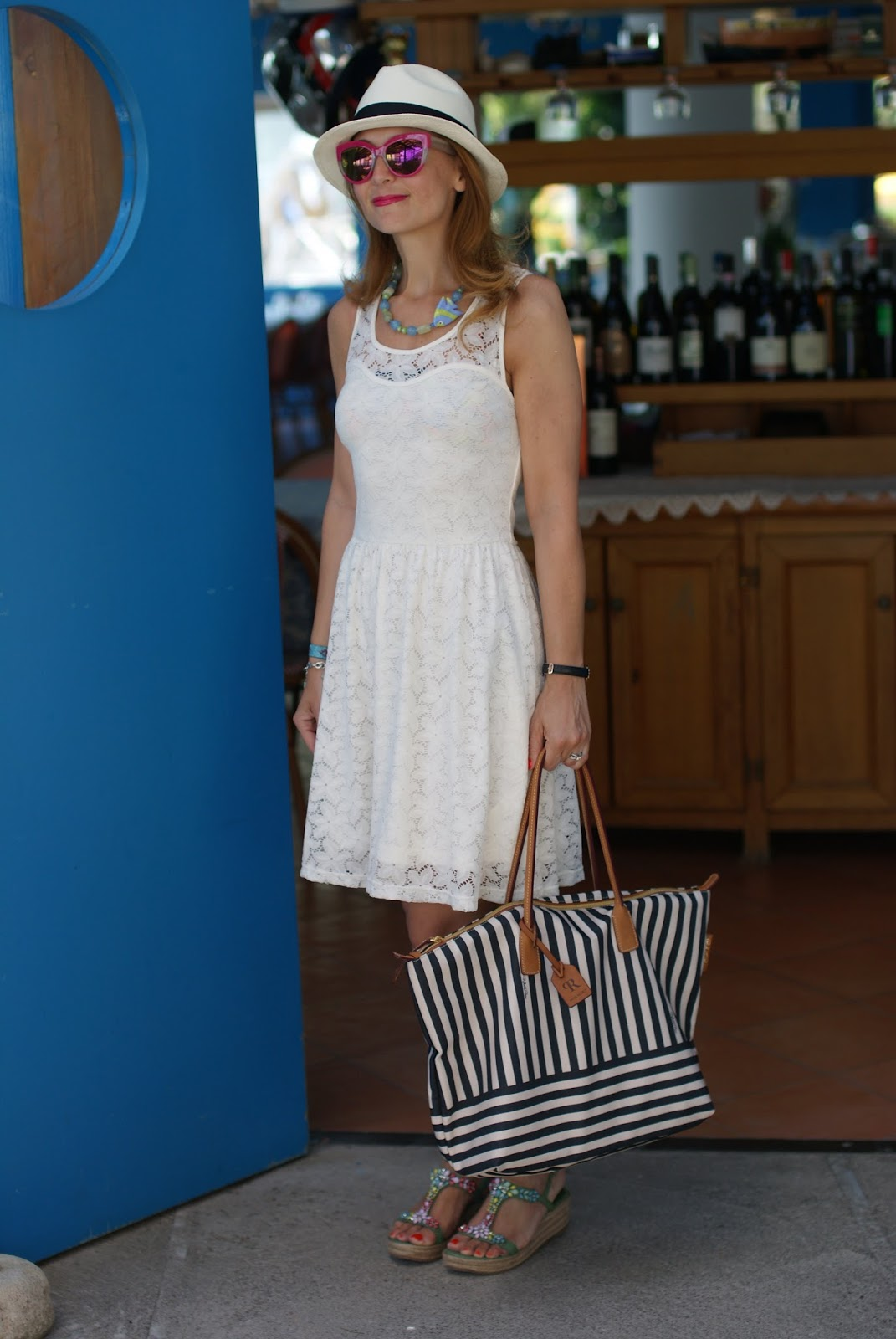 Amalfi coast look, Lo Scoglio Nerano, what to wear on the Amalfi Coast, Ecua-Andino panama hat and Robertina bag on Fashion and Cookies fashion blog, fashion blogger style