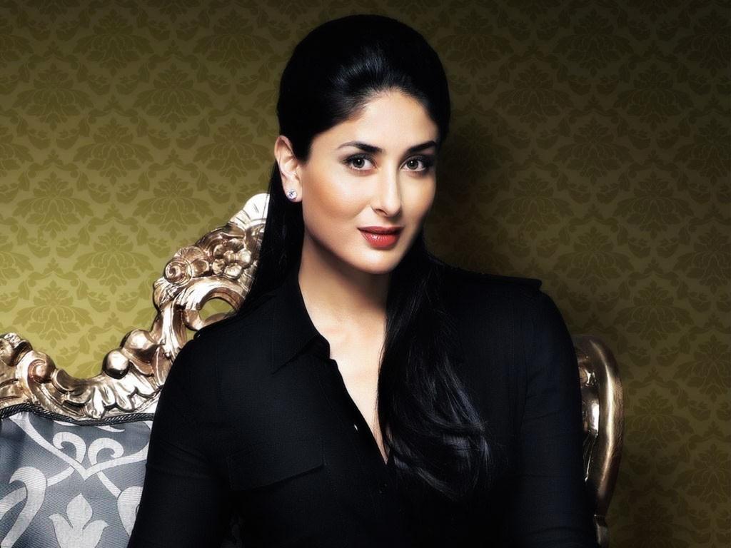 http://3.bp.blogspot.com/-ZLMx-mB4H3Y/TviLvnGPAvI/AAAAAAAACas/seOXBhIqCVU/s1600/kareena+Kapoor+in+Black+Shirt+Wallpaper.jpg
