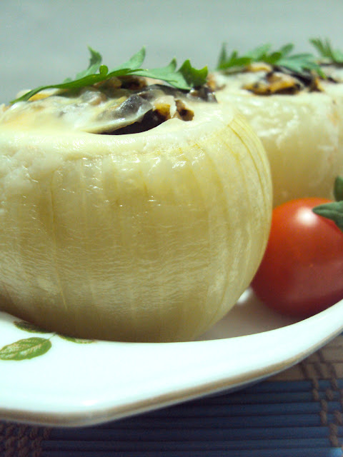 Nadziewane cebule z grzybami i pietruszką z rodzynkami