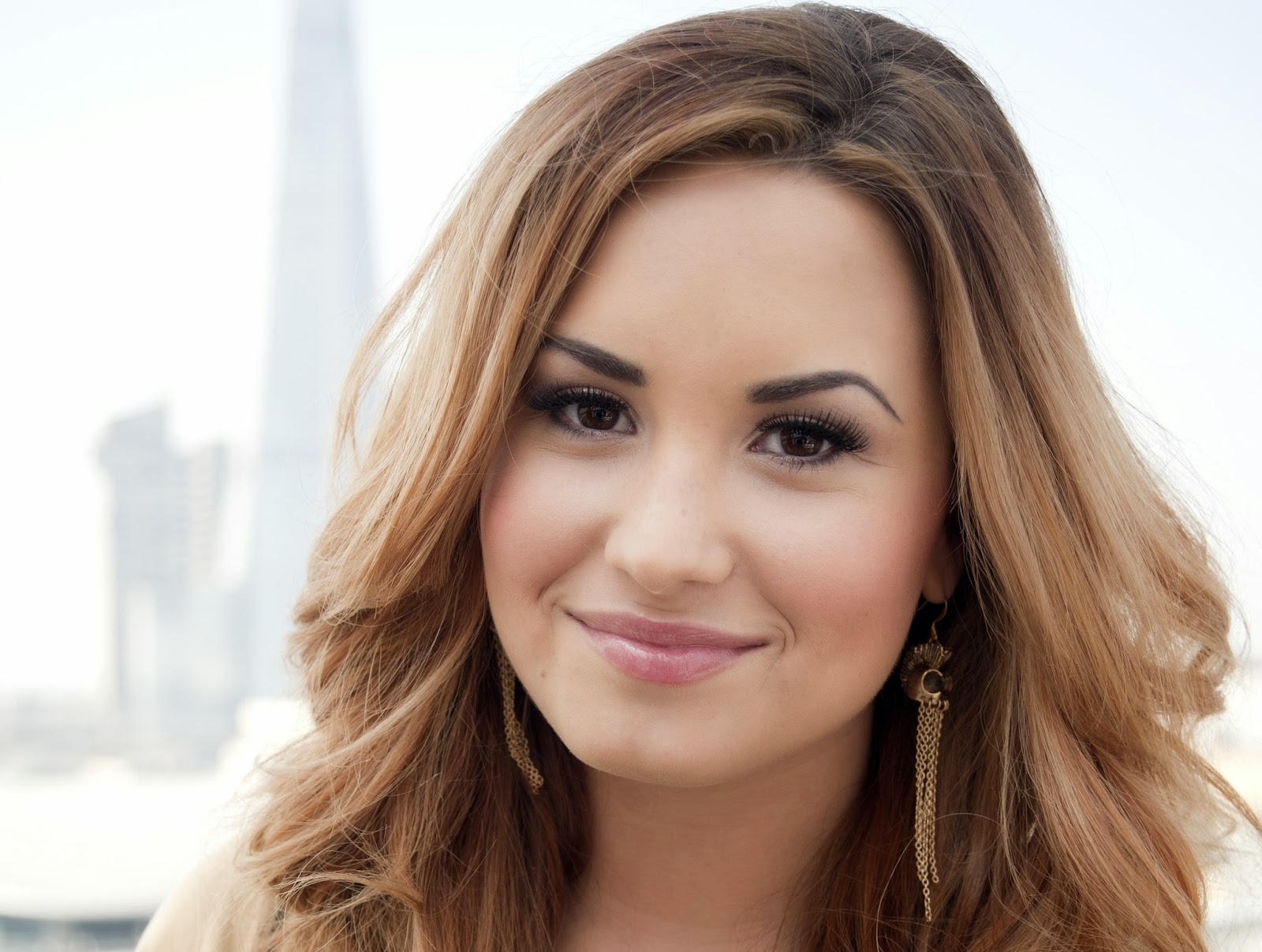 Demi Lovato Hd Wallpapers Free Download