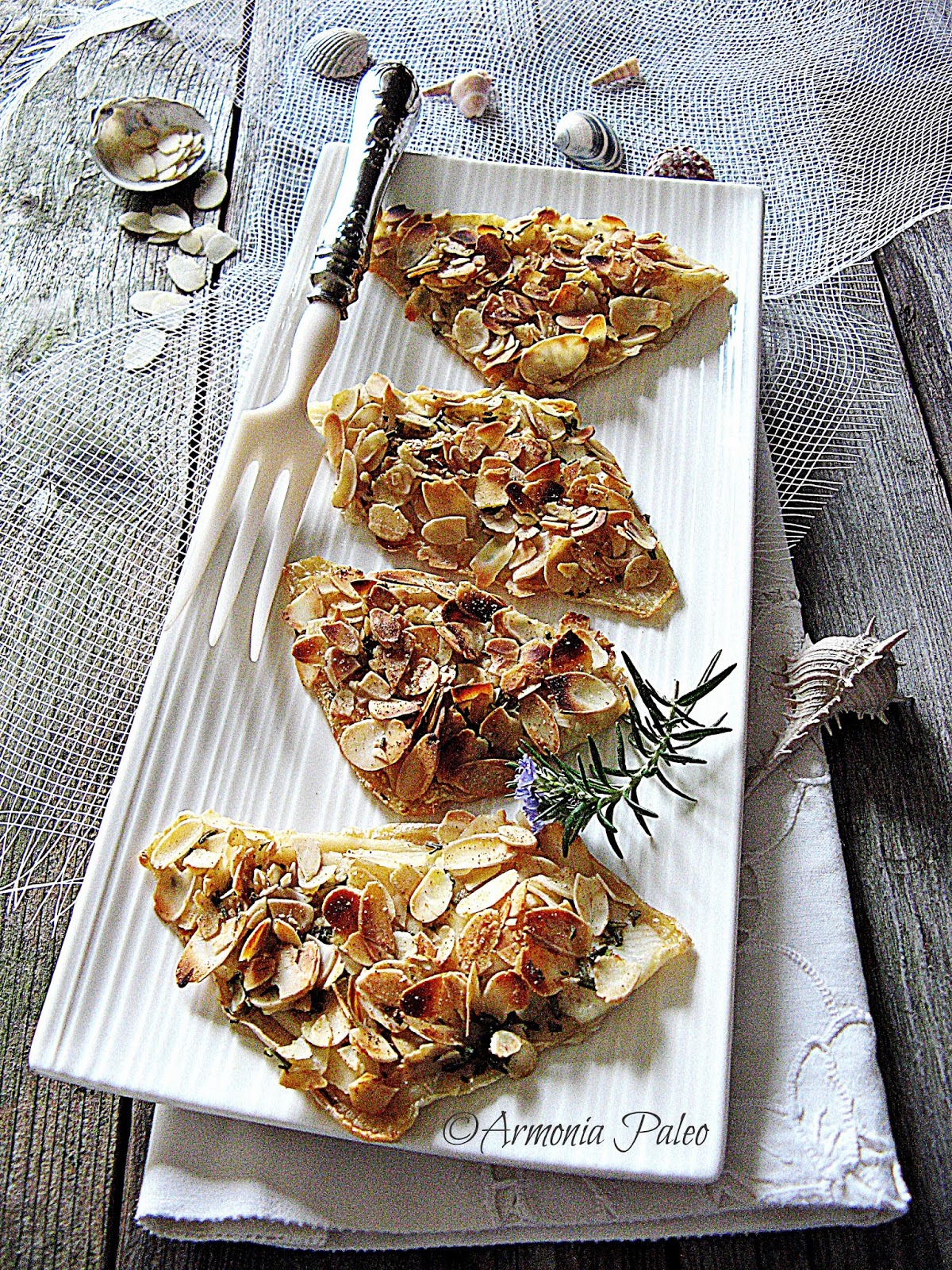 filetti di platessa con petali di mandorle