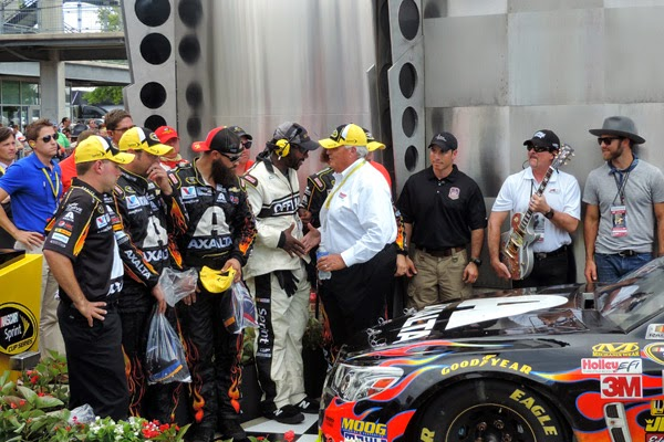 Rick Hendrick, Gordon's car owner  congratulates the #24 Axalta Coatings/AARP Drive To End Hunger Hendrick Motorsports Chevrolet SS team. #crownheroes #jww400 #reignon #nascar