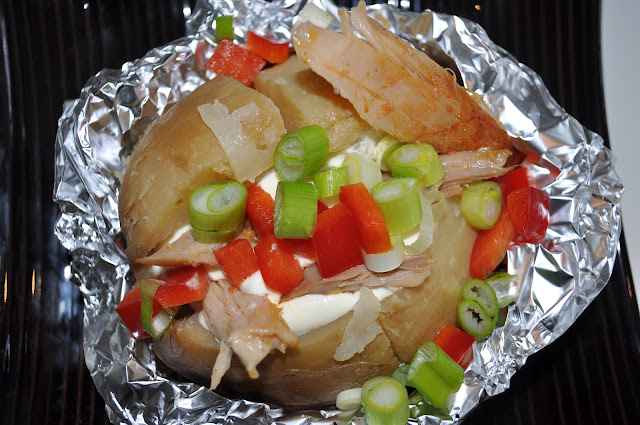 Bakt potet med kylling, rømme, paprika og vårløk