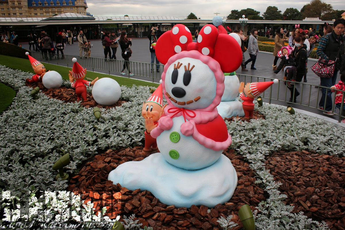 EMIRU: Tokyo DisneyLand Christmas decoration 2013 Entrance area and ...
