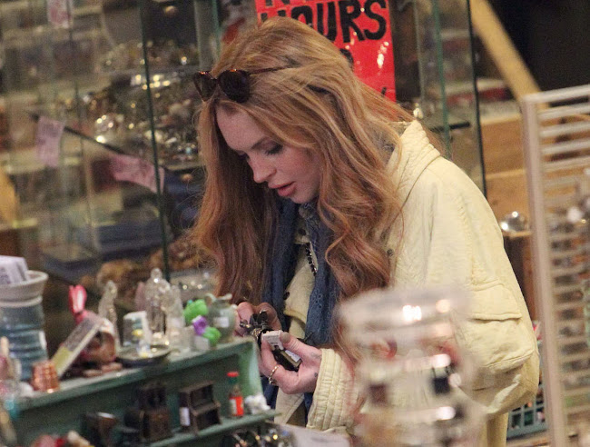 Lindsay Lohan shopping in a Junk Vintage Shop in Brooklyn