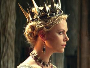 Charlize Theron dans Blanche-Neige et le chasseur (2012)