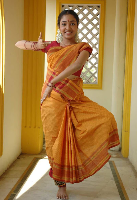 kollywood maya unni saree actress pics