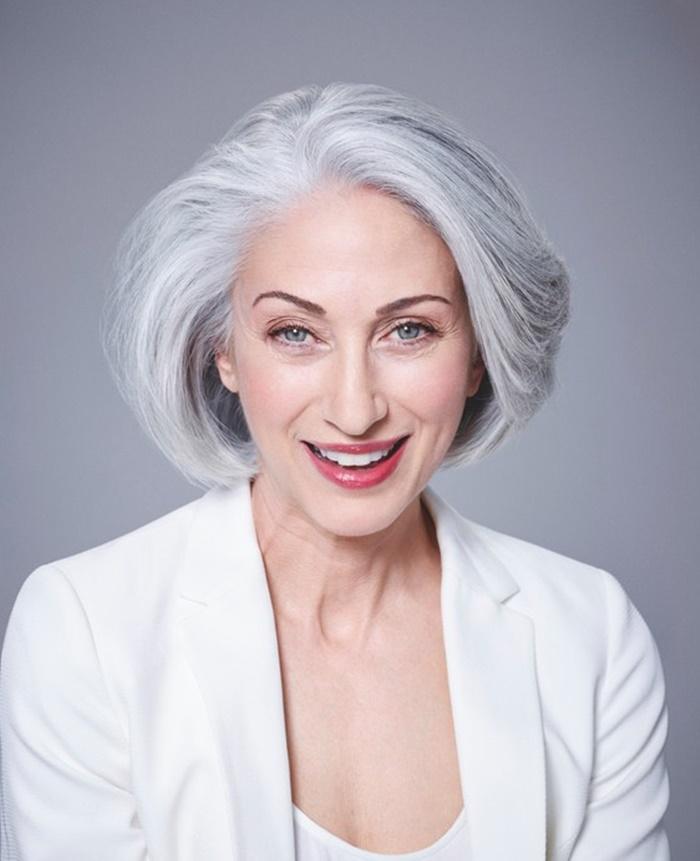 siwe włosy dla dojrzałej kobiety