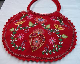 Saco vermelho bordado