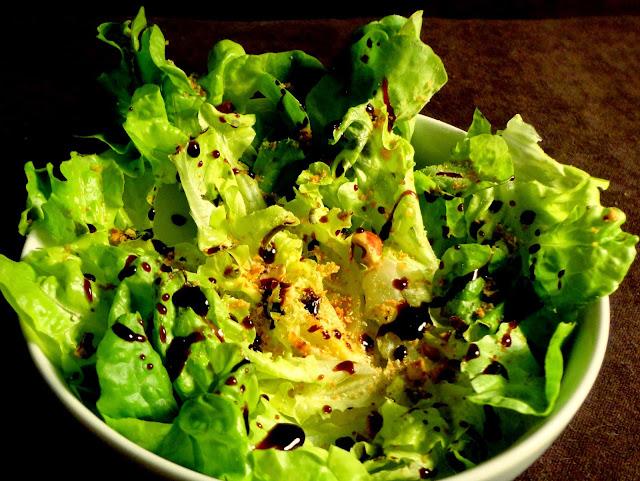 http://emancipations-culinaires.blogspot.com/2014/06/une-salade-balsamique-noisettes-combava.html