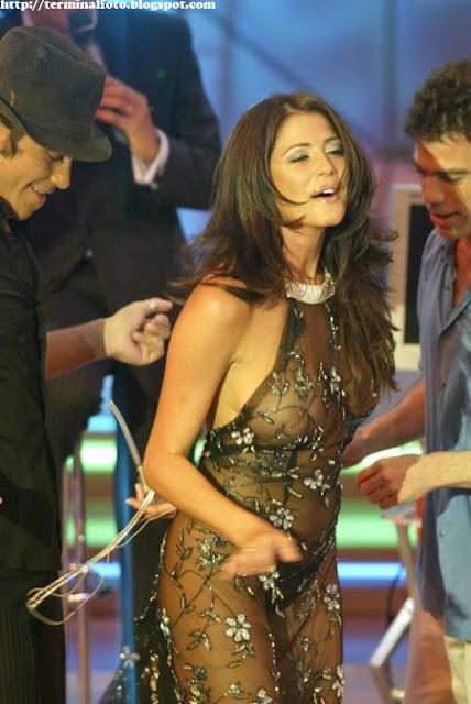 http://www.bilogizma.blogspot.com/2012/07/foto-hot-artis-pamela-david-dengan-gaun.html