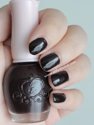 Etude House nail polish DRD302 - Fire Vampire on nails