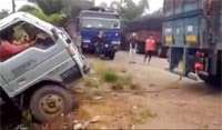 Lorry towing fail 31-12-2014