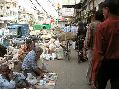 timo en la India, calle Nueva Delhi, round the world, La vuelta al mundo de Asun y Ricardo, mundoporlibre.com