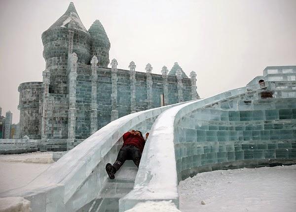 صور متميزة وساحرة من مهرجان الجليد والثلج n32.jpg