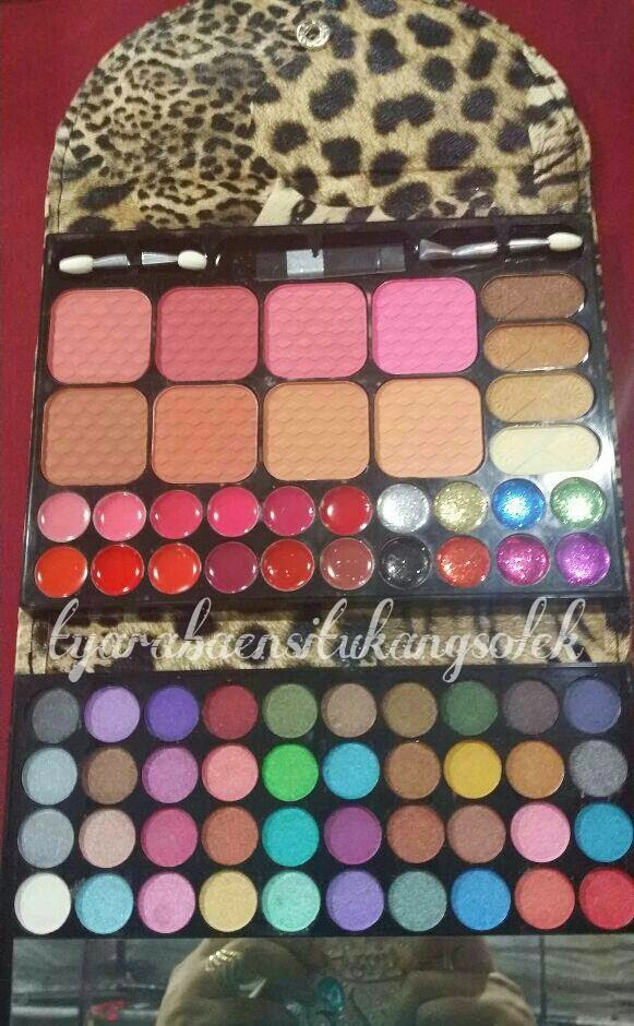 Golden Beauty Eyeshadow Pallet Cathy Doll Lotion