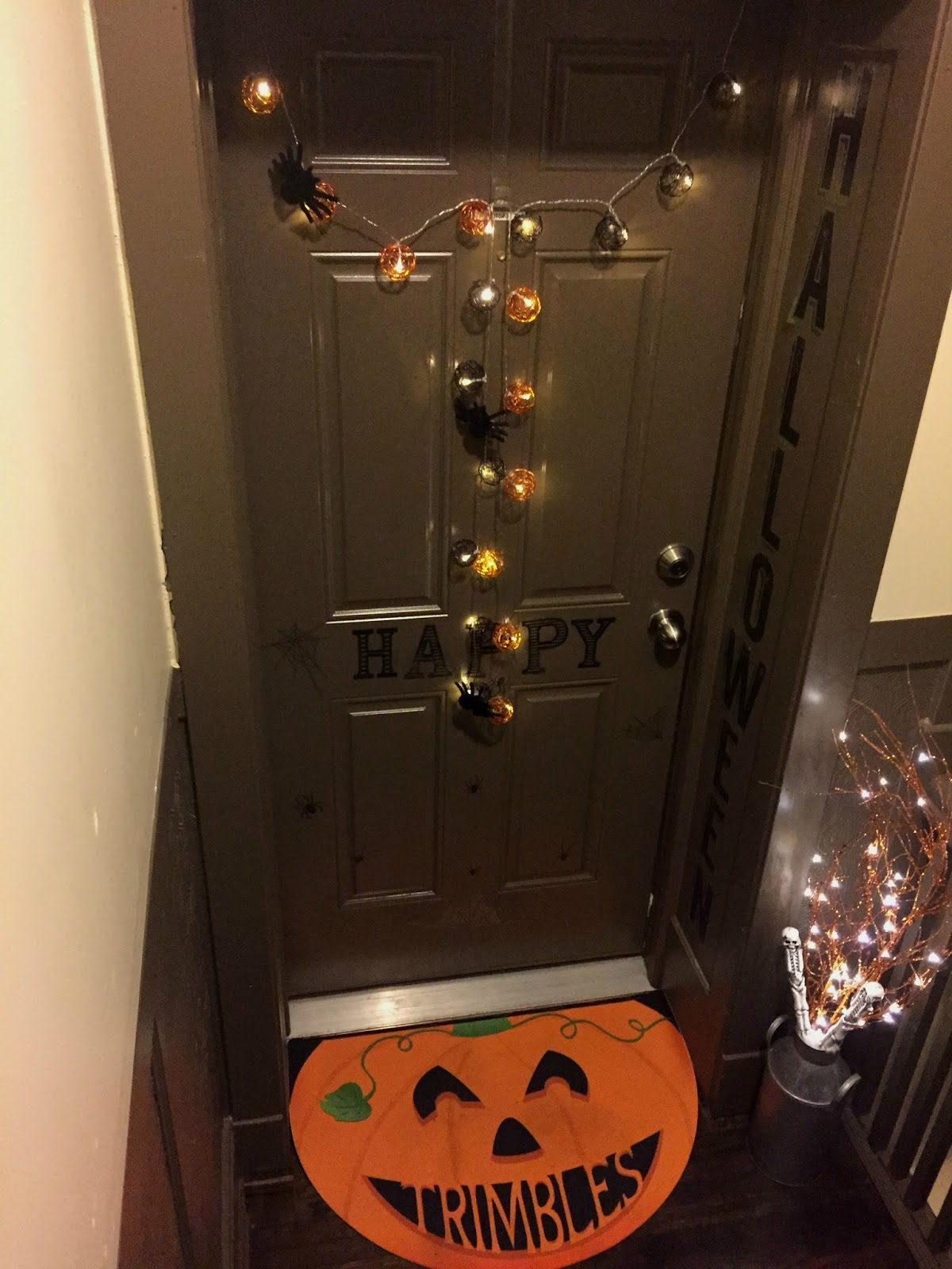 Apartment Friendly Home Decor Ideas For Halloween Apartment Door