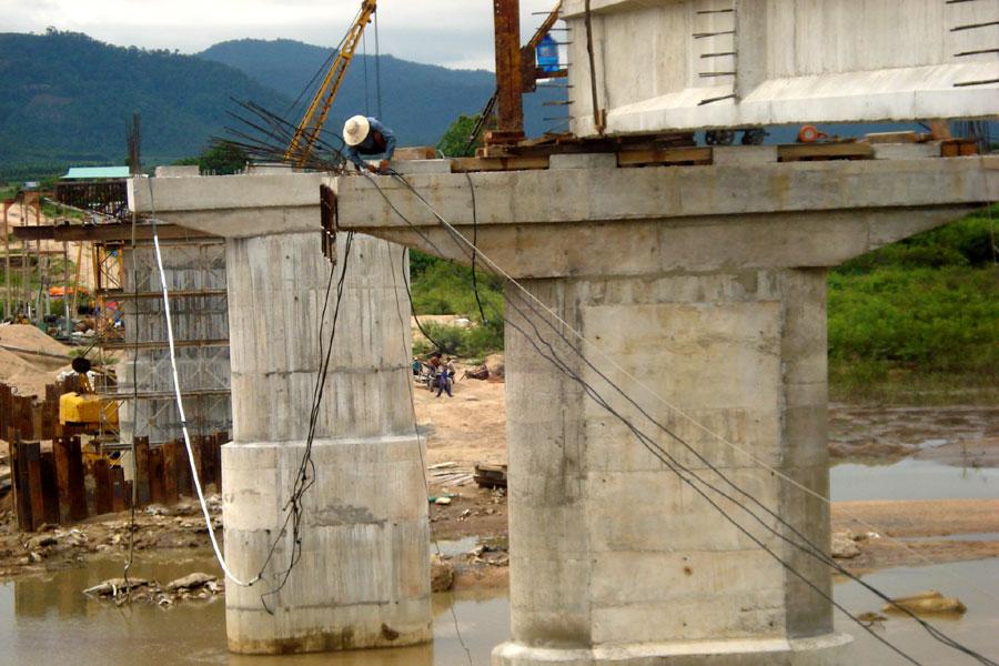 Gia Lai: Cầu bắc qua sông Ba: Bao giờ... hoàn thành?