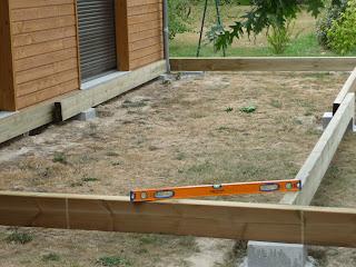 Construire sa terrasse en bois sur plots en b ton blog - Construire une terrasse en beton ...