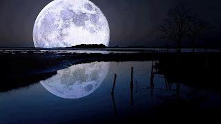 La luna en el horizonte