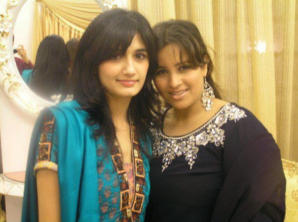 Local Pakistani Desi Hot Girls In Group Pictures