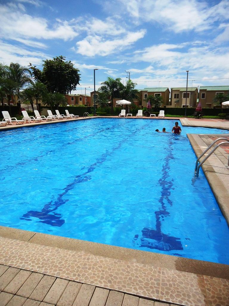 Urbanizaci n turquesa de la joya nuevo horario de la piscina for Horario piscina benicalap