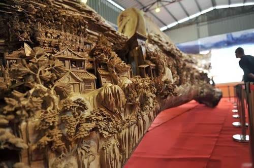 بالصور: فنان صيني ينحت أطول قطعة بطول