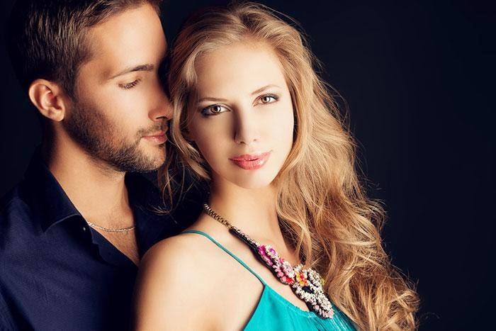 men-women-want-كيف تعرف ان الفتاة تحبك