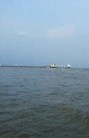 """La capatul """"Plajei"""" era un ponton. Remarcati culoarea apei."""