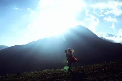 Núi đồi Sapa được nhiều cặp đôi lựa chọn là nơi để lưu giữ lại những khoảnh khắc đẹp nhất trong bộ ảnh cưới