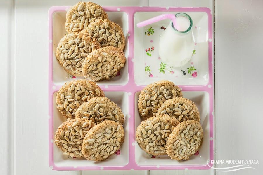 ciasteczka słonecznikowe, ciasteczka ze słonecznikiem, ciasteczka bez mąki, ciasteczka bez glutenu, zdrowe ciasteczka, ciastka słonecznikowe, ciastka dla dzieci, wypieki ze słonecznikiem, słonecznik prażony, kraina miodem płynąca