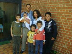 Michel Silva Andrade, son épouse Léontine Jacquemain et famille résident à Mons en Belgique. Michel
