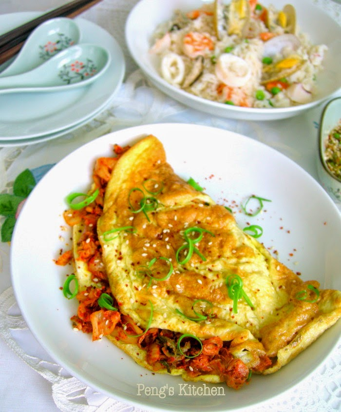 Peng's Kitchen: Kimchi Cheddar Omelette