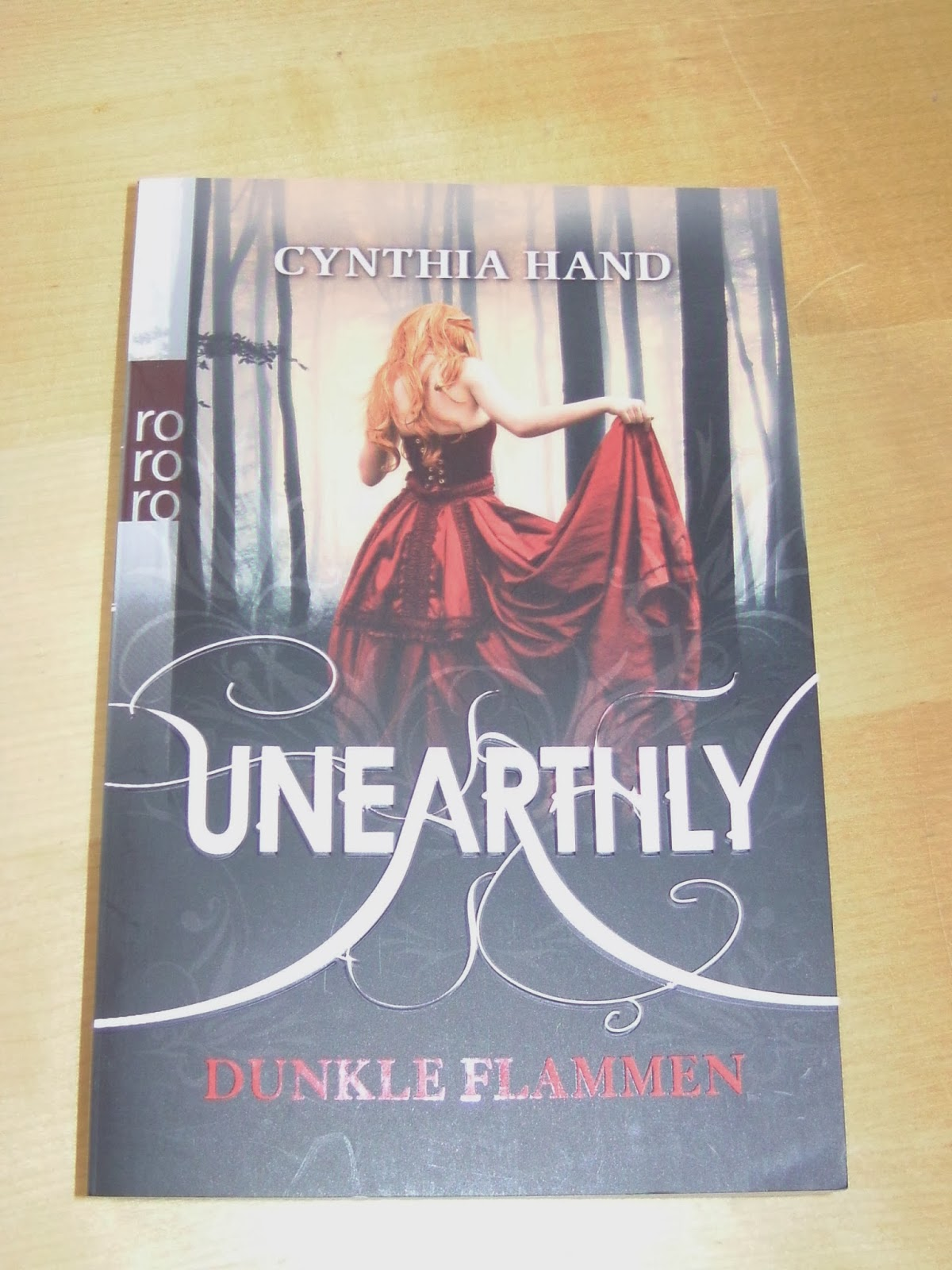 http://www.amazon.de/Unearthly-Dunkle-Flammen-Cynthia-Hand/dp/3499256983/ref=sr_1_1?s=books&ie=UTF8&qid=1391198327&sr=1-1&keywords=unearthly+1