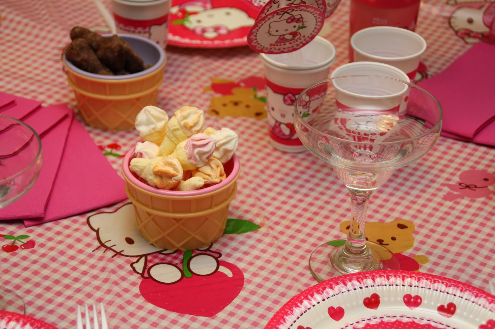 gouter anniversaire table hello kitty