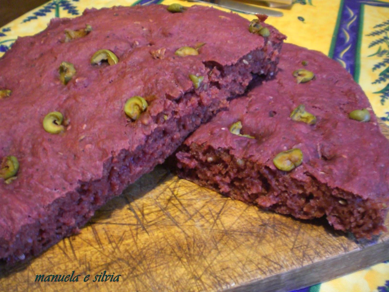 focaccia in rosa con olive verdi