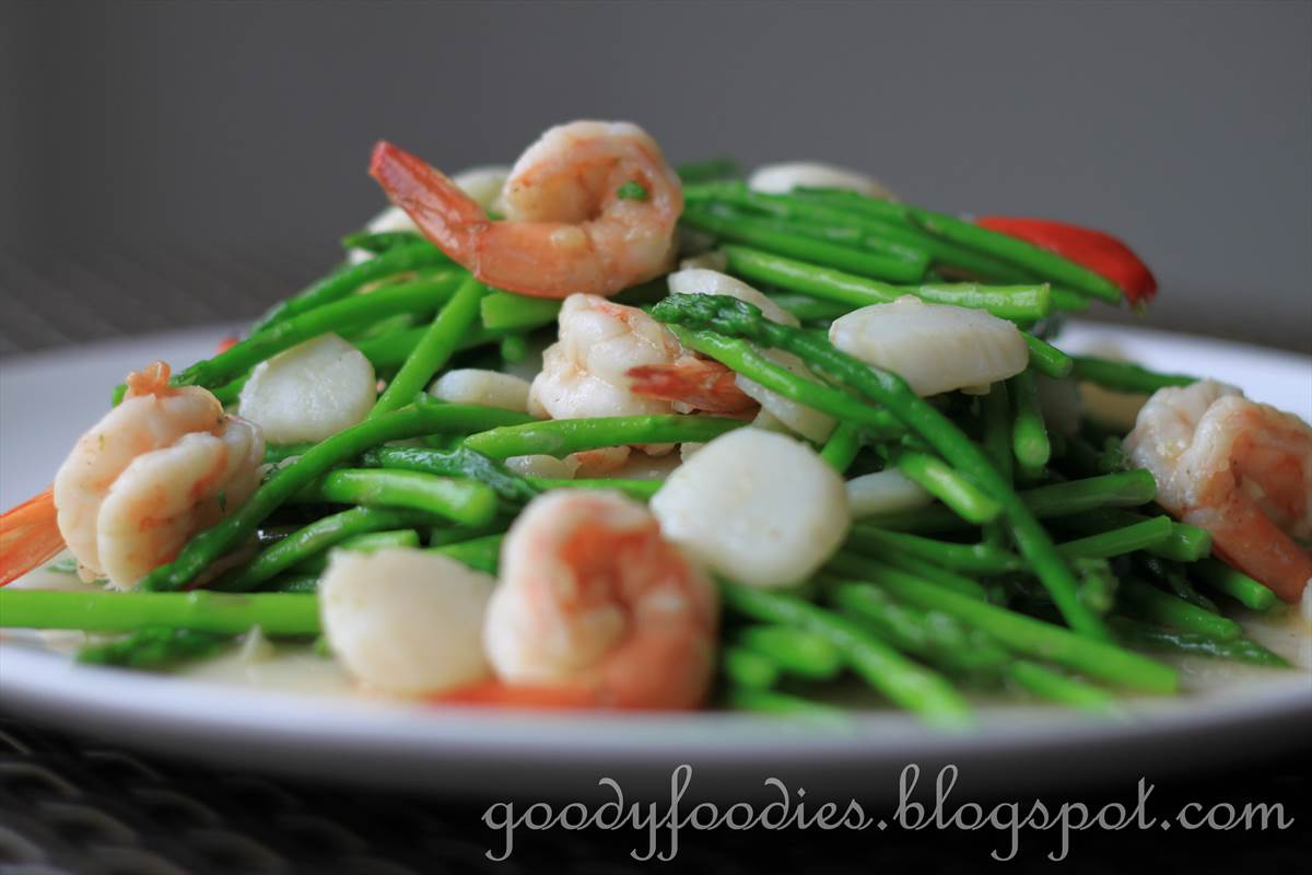 GoodyFoodies: Recipe: Chinese stir fried baby asparagus ...