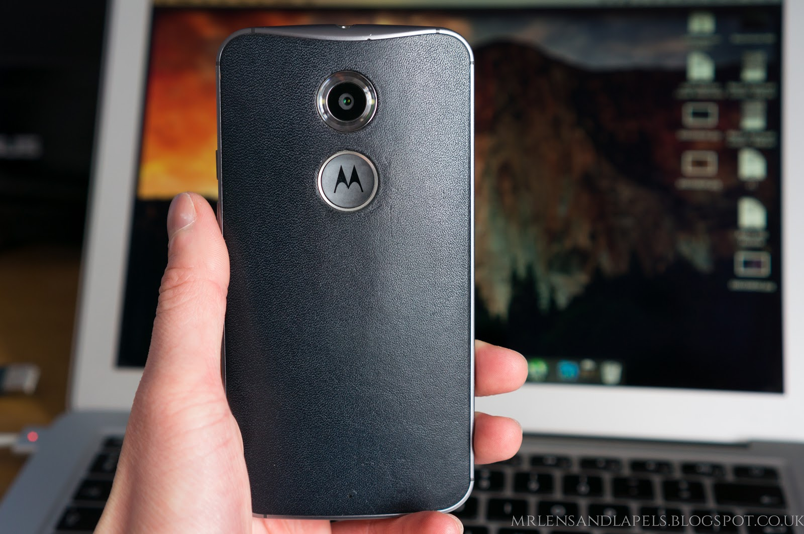 Motorola Moto X 2014 review horween leather back navy camera