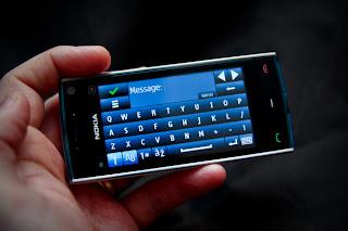 تقنية تسمح بشحن الهاتف باستخدام حرارة الجسم
