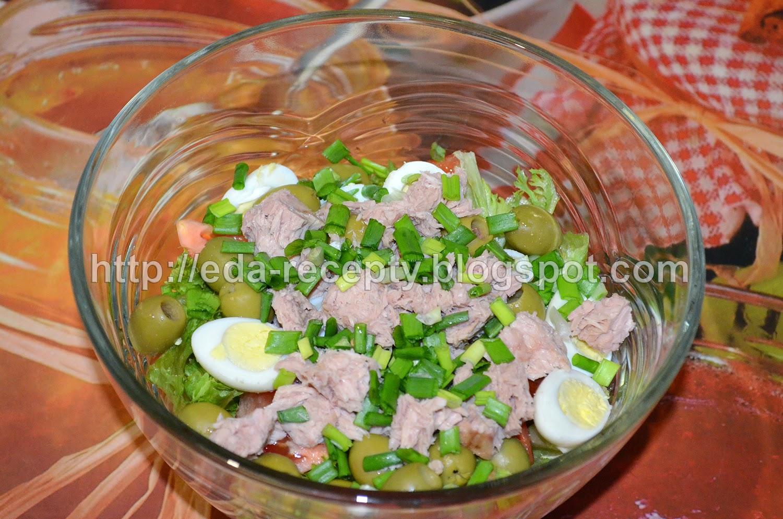 Салат Нисуаз с тунцом: посыпать зеленым луком