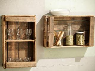 Estanterías y otros muebles reutilizando cajones para frutas.