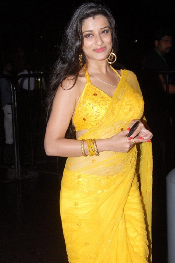 Bhojpuri Actress Monalisa Hot Bikini Bra Topless Photos