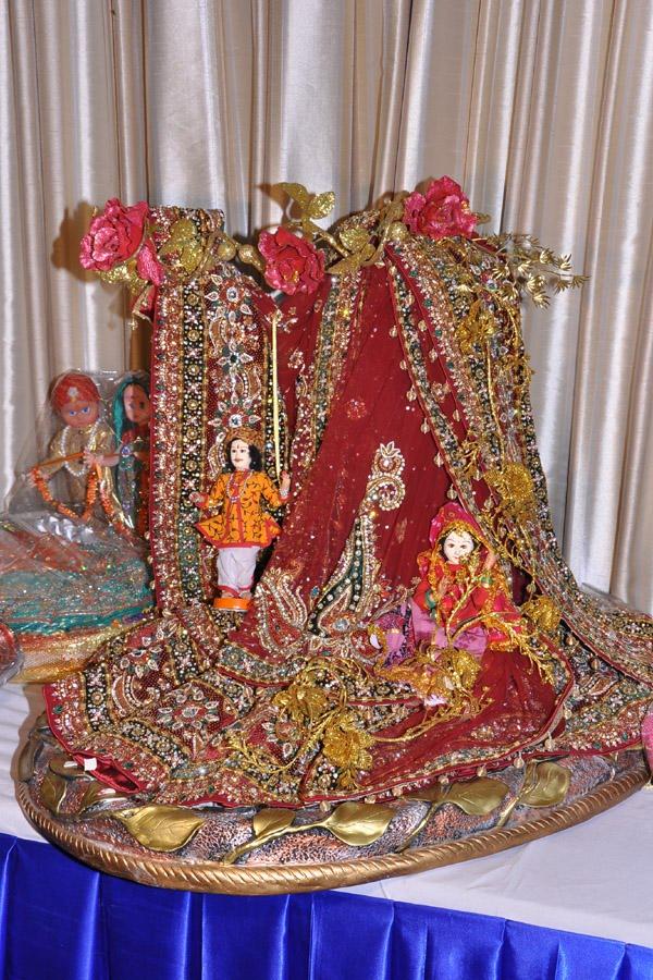 Indian Wedding Gift Decoration Ideas : Rose n Wrap: Lehenga Packing on Rajasthani Theme