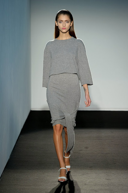 allude, allude-cashmere, andrea-karg, styliste, printemps-ete, spring-summer, fashion, mode, fashion-week, paris-fashion-week, mode-a-paris, vogue, collection, womenswear, allure-chic, catwalk, du-dessin-aux-podiums, sexy, fashion-woman, mode-femme, menswear