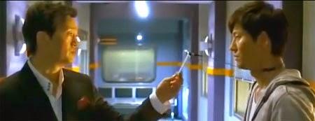 Kim Jung Tae 김정태 as In Suk, threatens Lee Jae Ik in the hall.