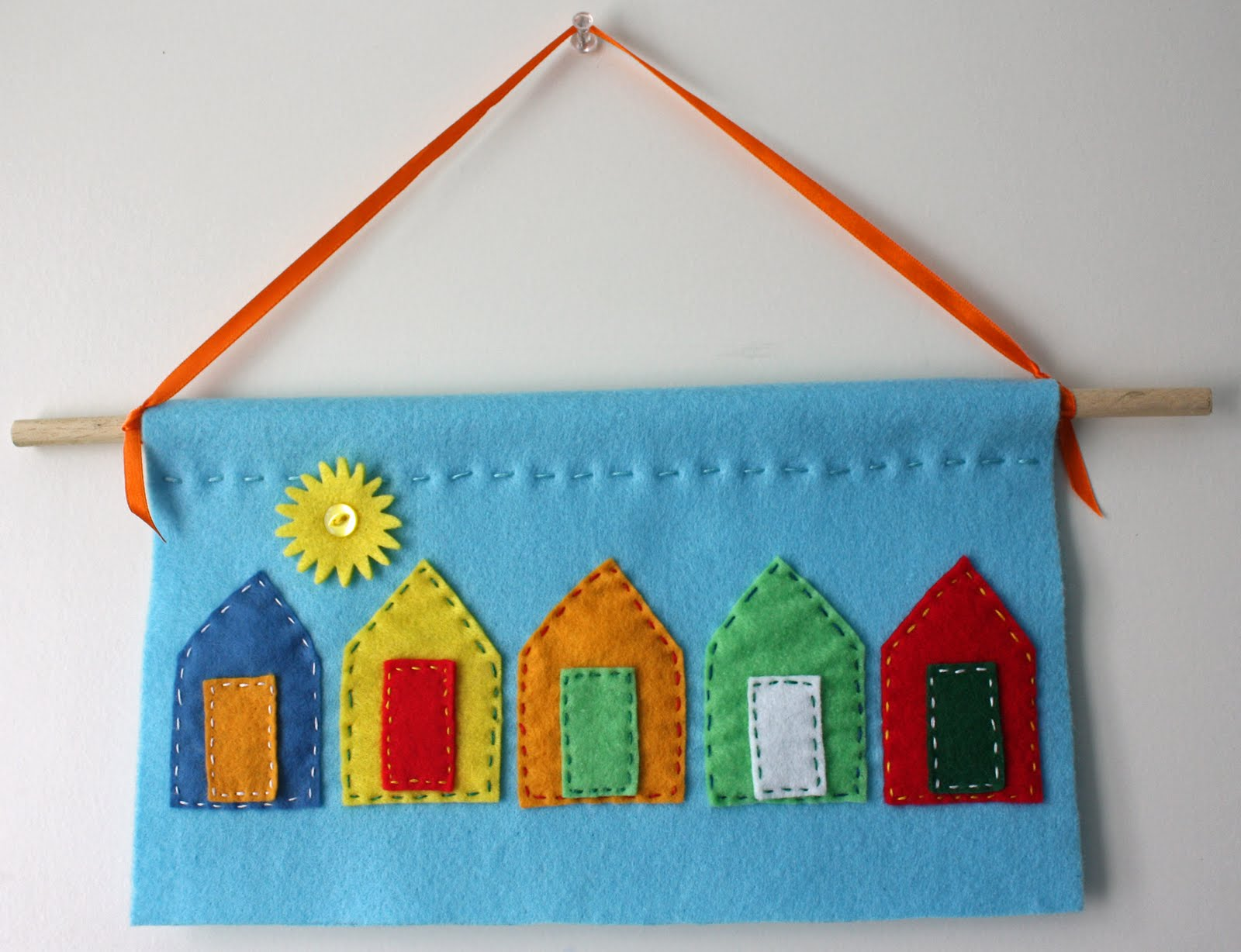 Wall Hanging Craft : Craft and Activities for All Ages!: A Felt Wall Hanging to Make ...
