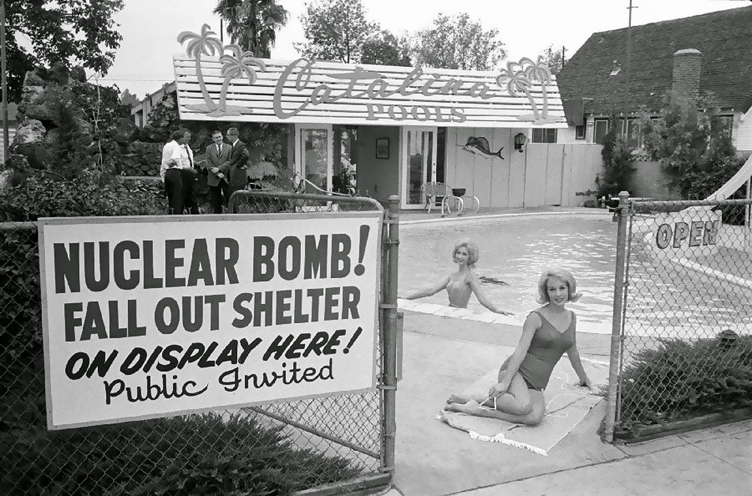 Fallout Bomb Shelter : We re wicked smaht days of futurepast the hour and